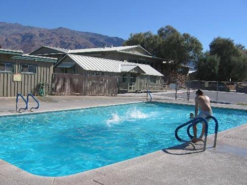 Pool der Unterkunft beim Death Valley