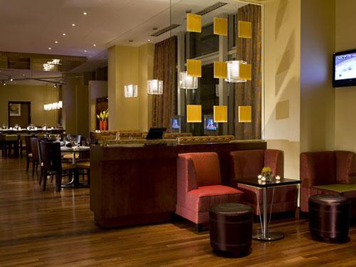 Frühstücksraum und Hotel-Lobby