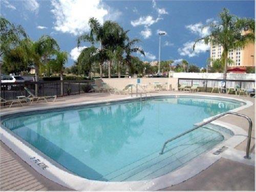 Abkühlung im Pool in Orlando